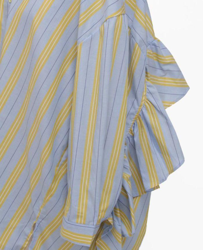 ストライプシャツの袖詳細